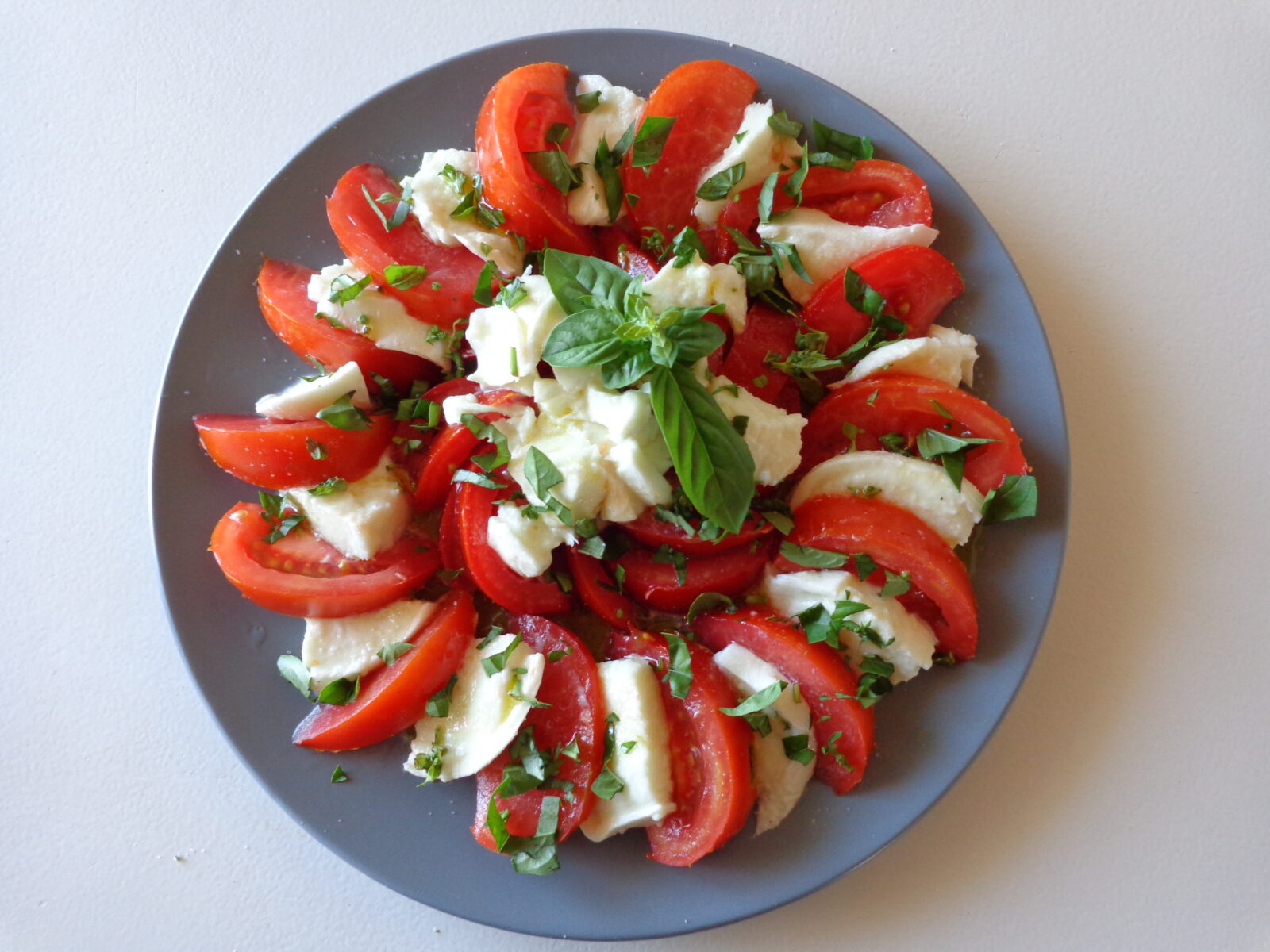 tomates mozzarella basilic the everyday french chef. Black Bedroom Furniture Sets. Home Design Ideas