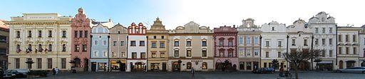 512px-Pardubice_Pernstynske_namesti_jv_strana