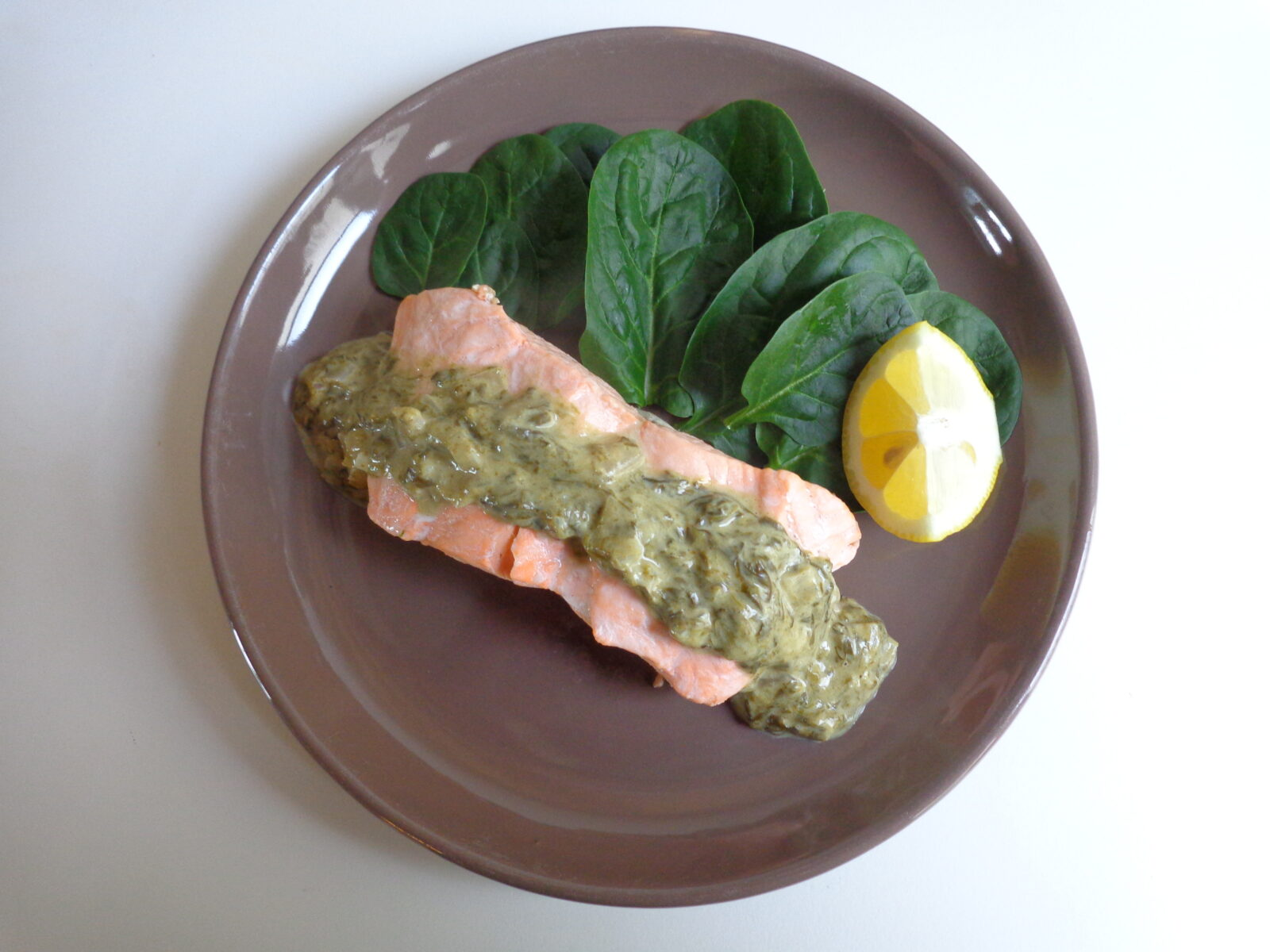 11f30e7bfa35 Thick-cut salmon with sorrel sauce